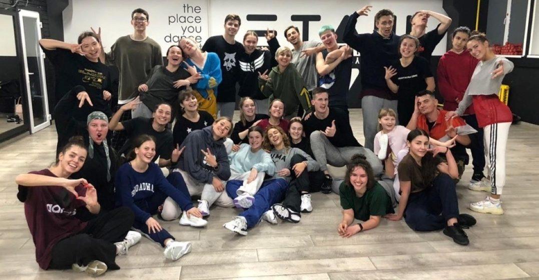 Американский хореограф ставит в Минске танцевальное шоу. В нем участвует танцовщица из Барановичей