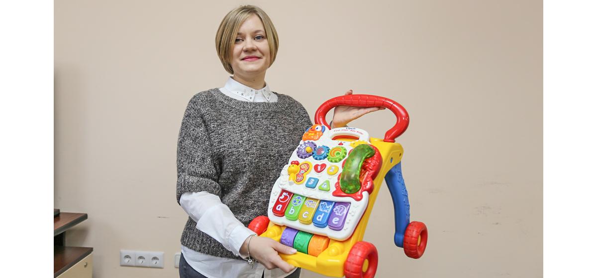 Людмила Покрашинская сдает напрокат около 20 товаров для детей и молодых мам.  Фото: Александр ЧЕРНЫЙ
