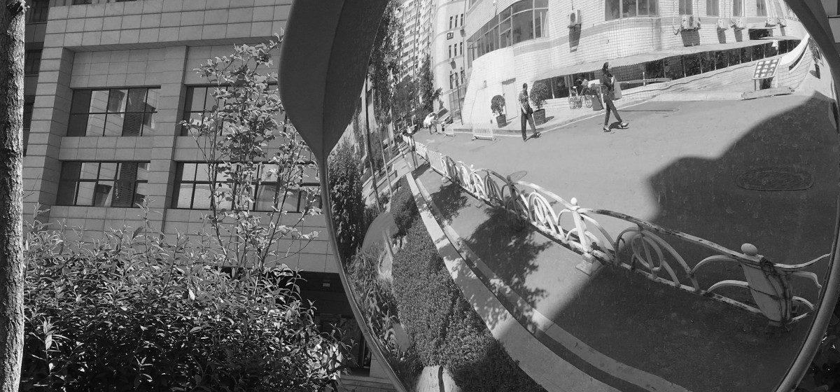 В Барановичах на перекрестке улицы Базисной и улицы Грунтовой установили сферическое зеркало