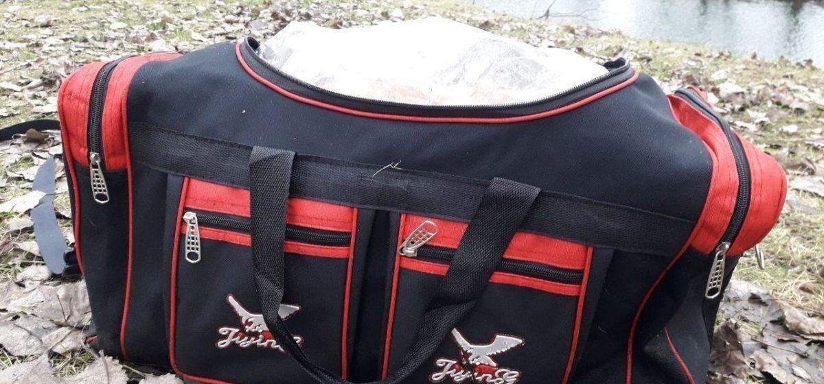 Милиция ищет тех, кто видел человека с черной сумкой с эмблемой белой птицы. В ней нашли человеческие останки