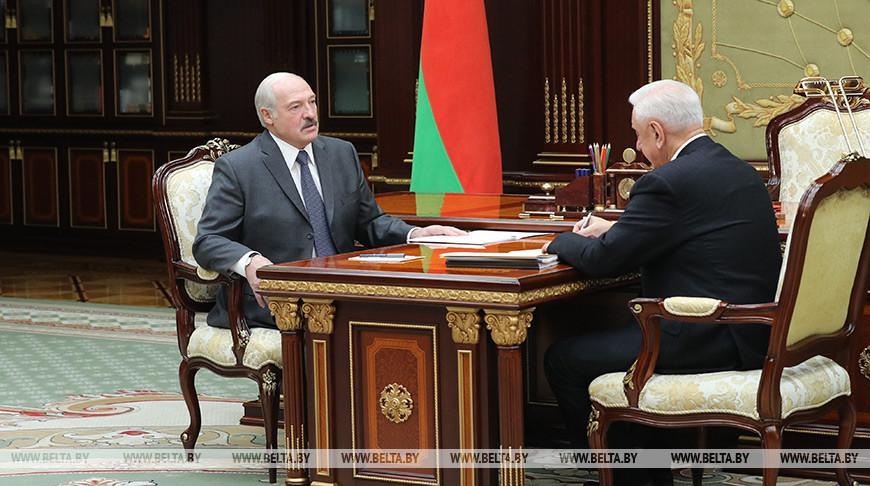 Лукашенко: Не успели с Путиным договориться, а министры уже вечером по-своему трактуют наши договоренности