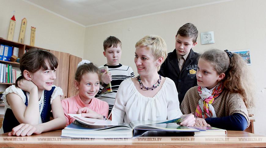 Лукашенко подтвердил задачу по росту зарплат учителей и врачей до 100% и 150% от средней по стране