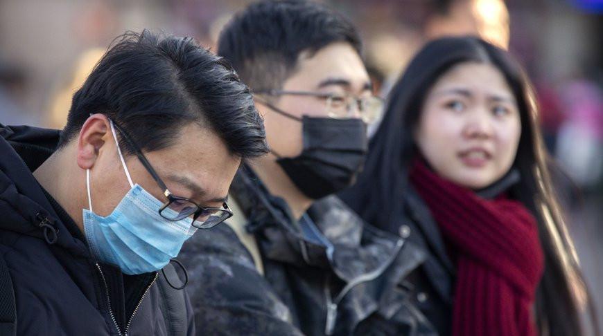 Умер китайский врач, который одним из первых забил тревогу из-за коронавируса и сам им заразился