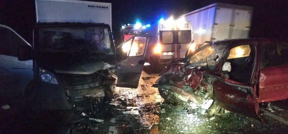 Лобовое столкновение под Барановичами. «Рено» протаранило грузовик