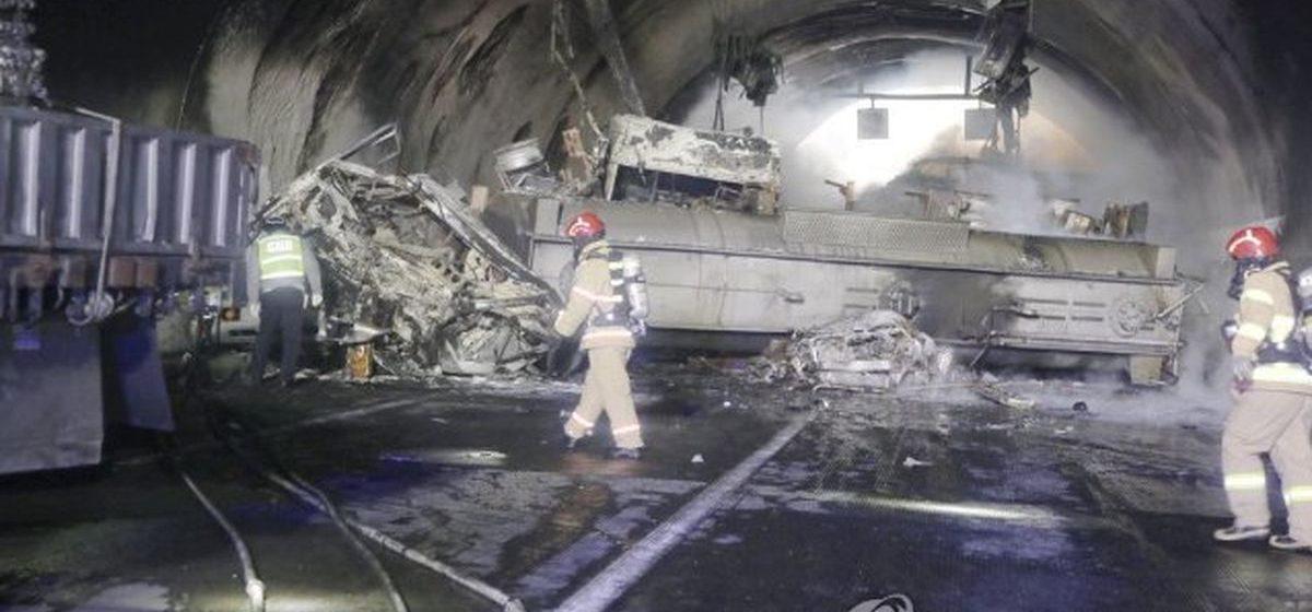 Огненный ужас. В Корее в тоннеле автомобилисты попали в огненную ловушку. Видео