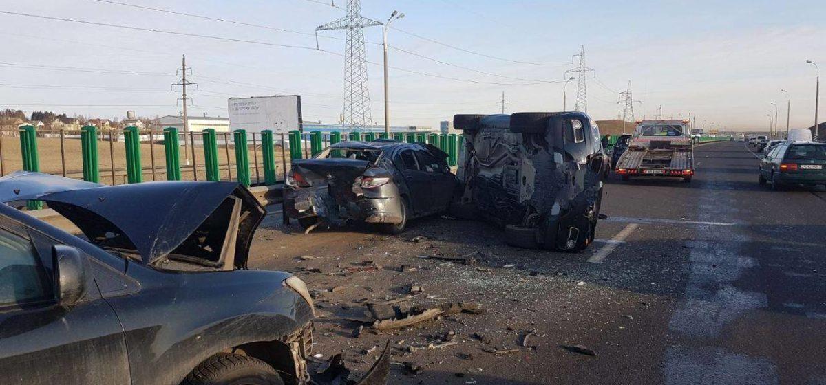 Крупная авария на МКАД: столкнулись четыре легковушки — Nissan, BMW, Peugeot и Lexus. Фотофакт