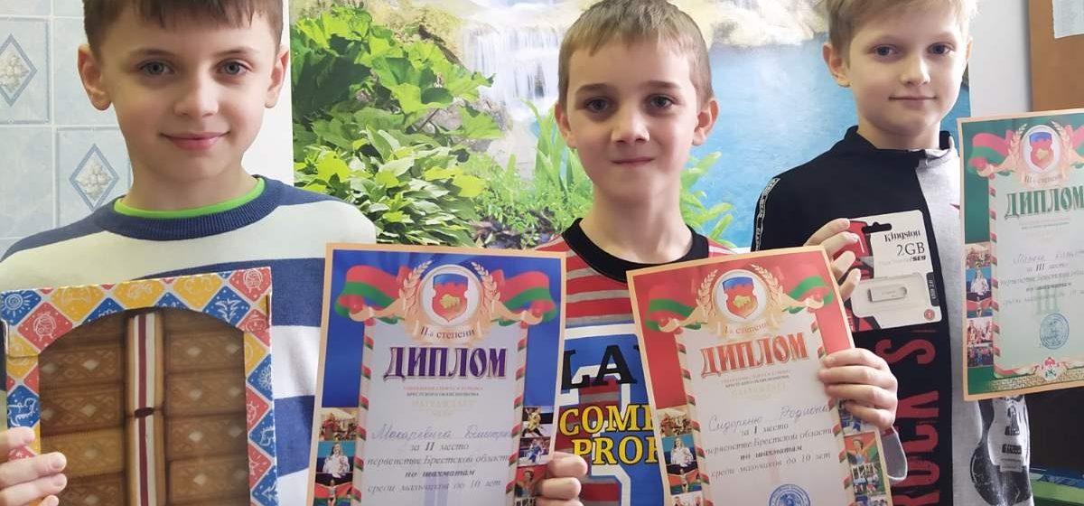 Юные барановичские шахматисты представят город на первенстве страны
