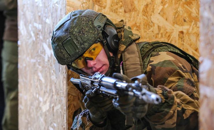 Белорусские десантники отрабатывают бои в городских условиях. Видеофакт