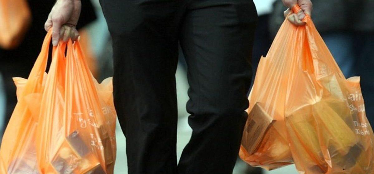 Голодные воры отобрали у мужчины пакет с продуктами в Гродно и съели их