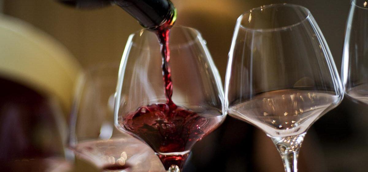 Ученые подтвердили: красное вино продлевает человеку жизнь