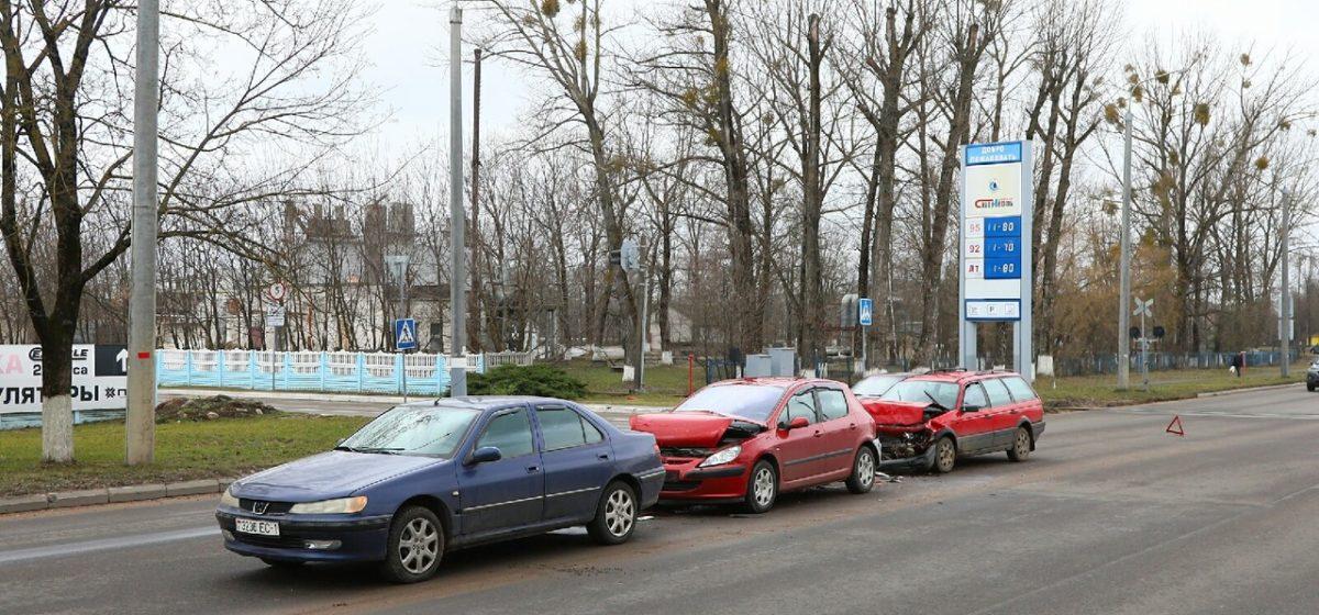 Два «Пежо» и «Фольксваген» столкнулись в Барановичах