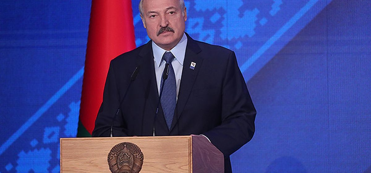 Лукашенко: «Рабочие места с зарплатой ниже 400–500 рублей никому не нужны»