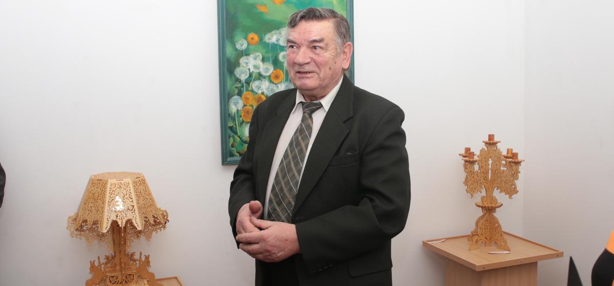 В Барановичах открылась выставка резьбы по дереву ганцевичского мастера