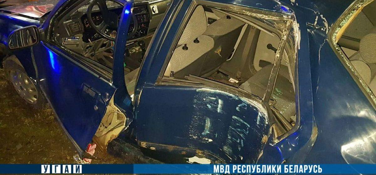 Легковушка влетела в столб в Минске – один подросток погиб, еще четверо в больнице