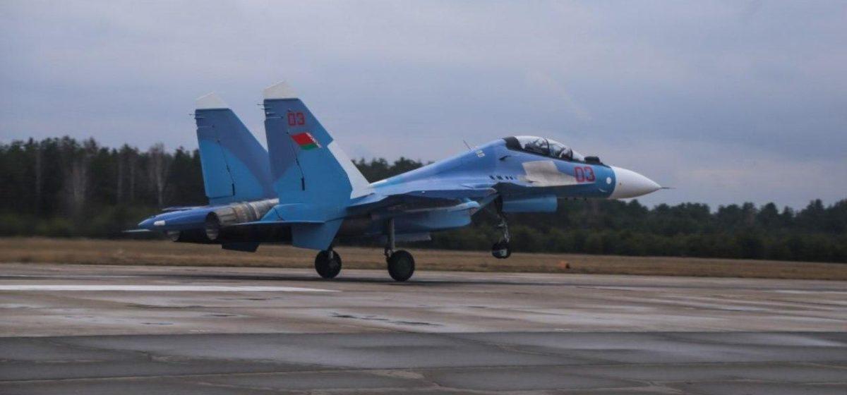 Барановичские летчики «обкатали» новые истребители Су-30 СМ