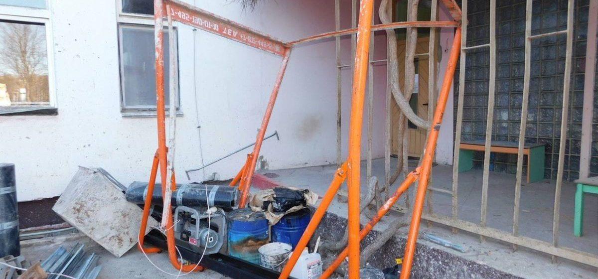 В Новополоцке рухнул строительный подъемник — серьезно пострадал 49-летний кровельщик