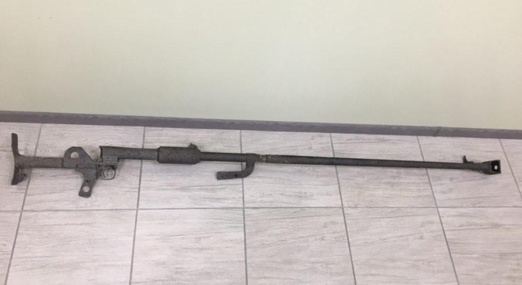 Жительница Брестского района хранила на своем подворье в тайнике противотанковое ружье