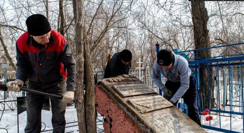В Минск из Казахстана привезли прах Змитрока Бядули
