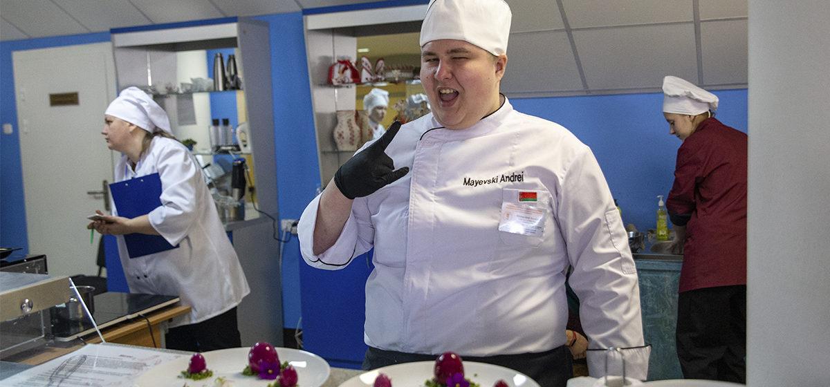 Необычные соревнования проходят в Барановичах. Участники пекут торты, укладывают плитку, ведут уроки