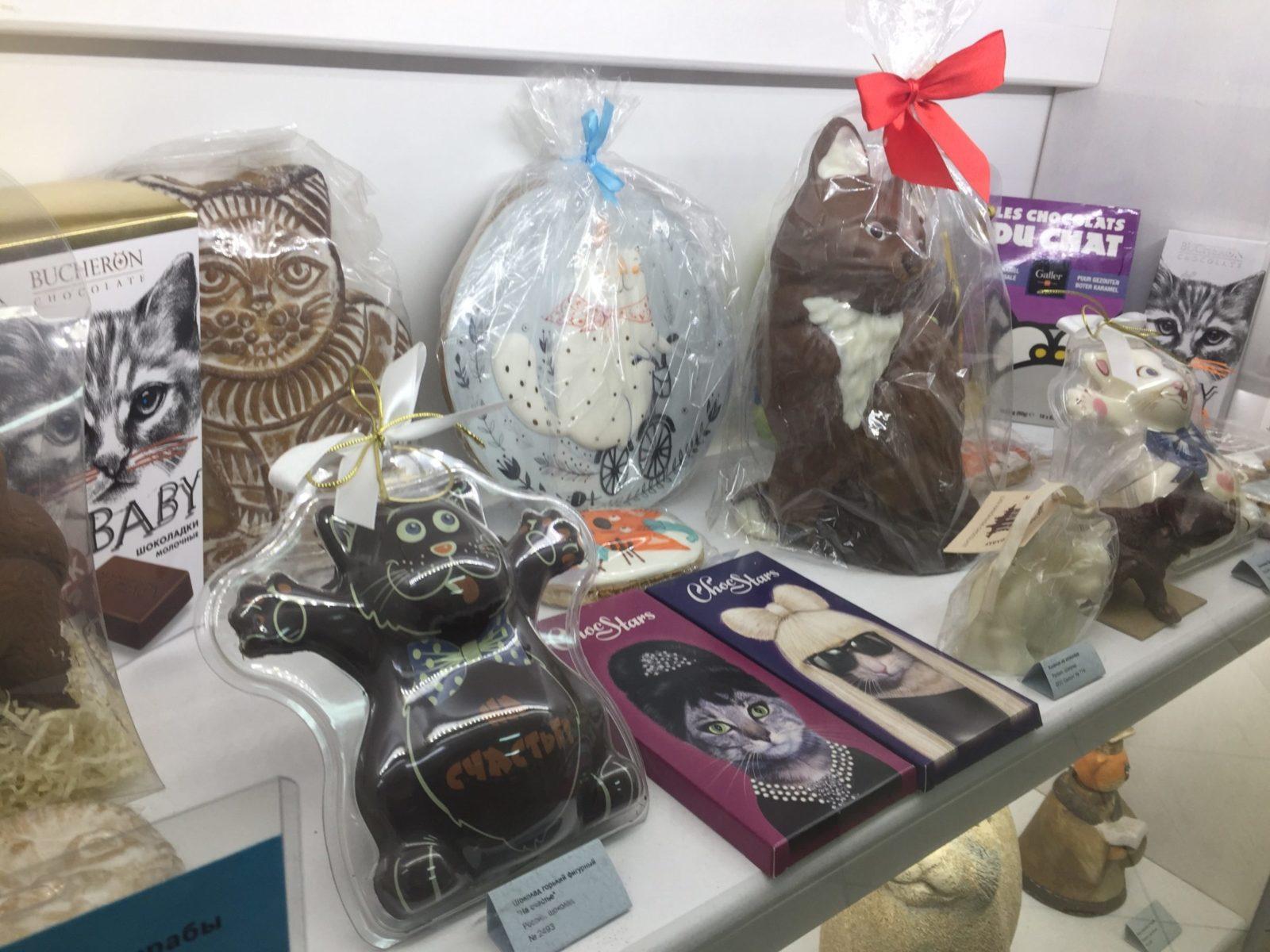 Шоколад и другие сладости, на которых изображены коты. Фото: Ирина КОМИК