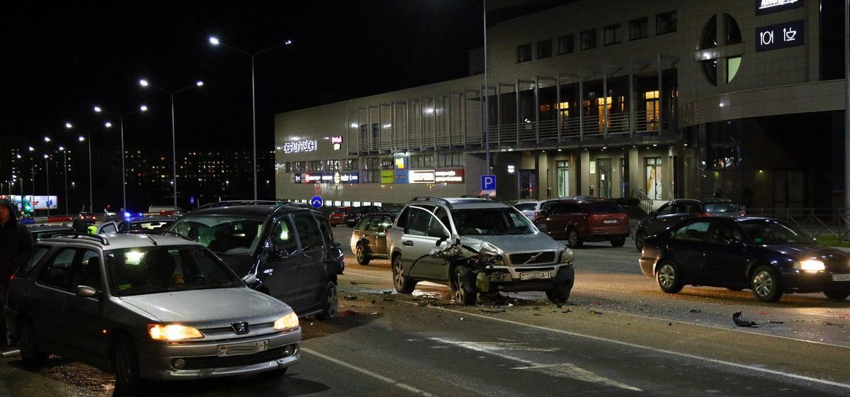Тройное столкновение произошло в Барановичах. «От удара наша машина въехала в автомобиль, стоящий в соседней полосе»