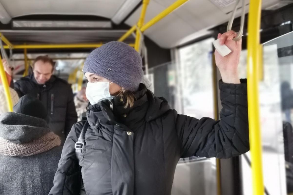 Оксана Ленько  в автобусе. Фото: Андрей БОЛКО