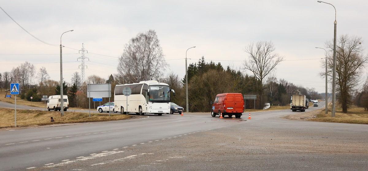 Под Барановичами «Фольксваген» столкнулся с «Газелью», а потом врезался в автобус