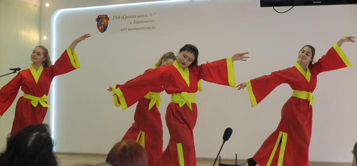 Мастер-классы от китайцев. Городской фестиваль культур впервые прошел в Барановичах. Фоторепортаж