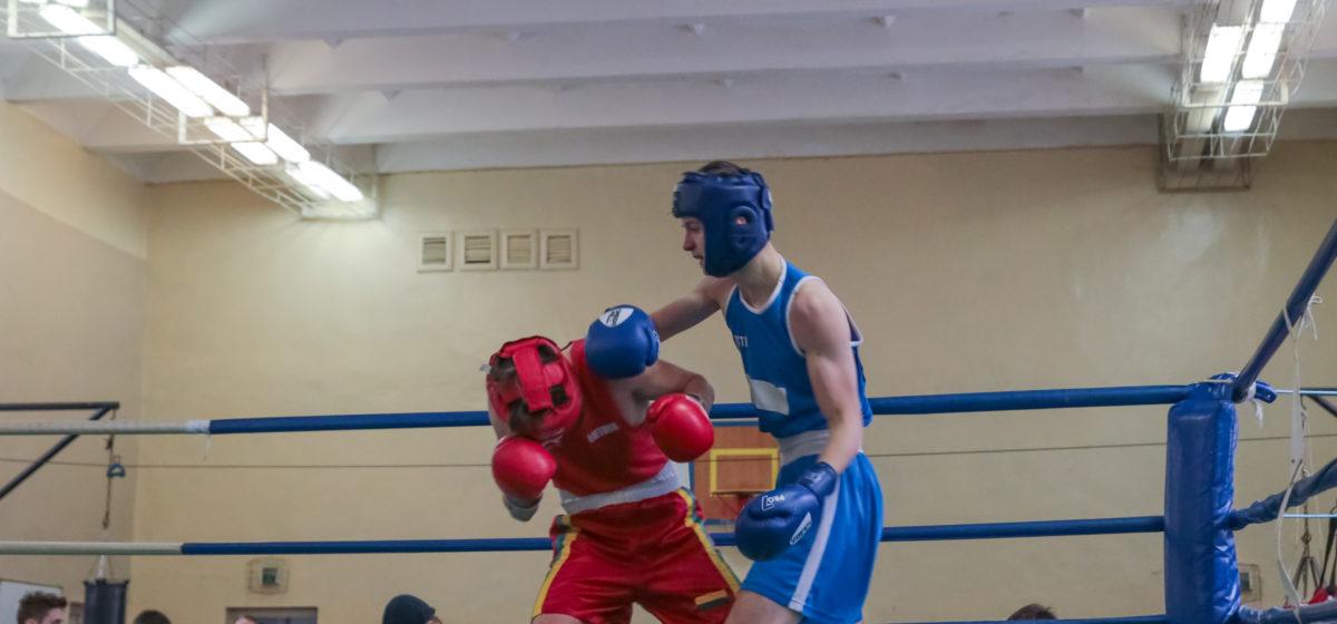 В Барановичах прошел турнир по боксу памяти Антона Берната. У хозяев ринга – 20 наград. Кто победил?