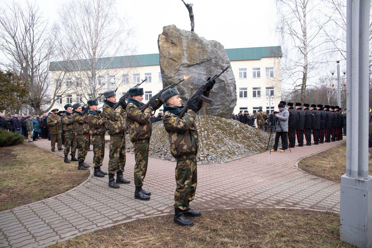 Памятник воинам-интернационалистам в Барановичах.  Фото: Ольга ГУТОВСКАЯ