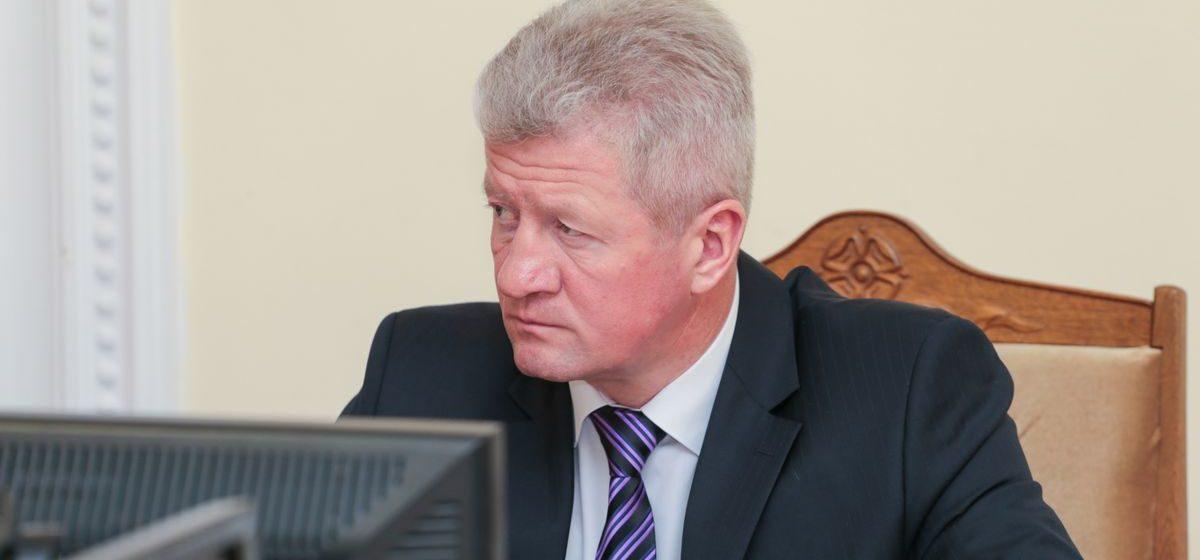 Благоустройство, ремонт дорог и вопросы личного характера — помощник президента провел «прямую линию» с жителями Барановичского района