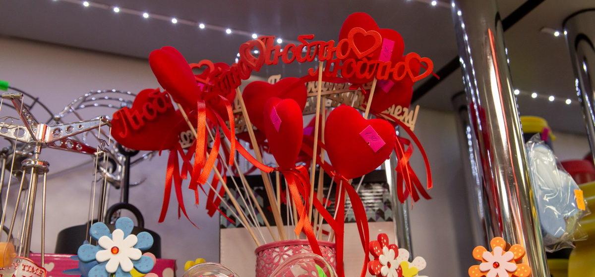 Что можно купить в барановичских магазинах ко Дню влюбленных. Фоторепортаж