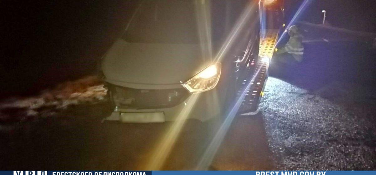 Легковушка вылетела в кювет под Барановичами — пострадала пассажирка автомобиля