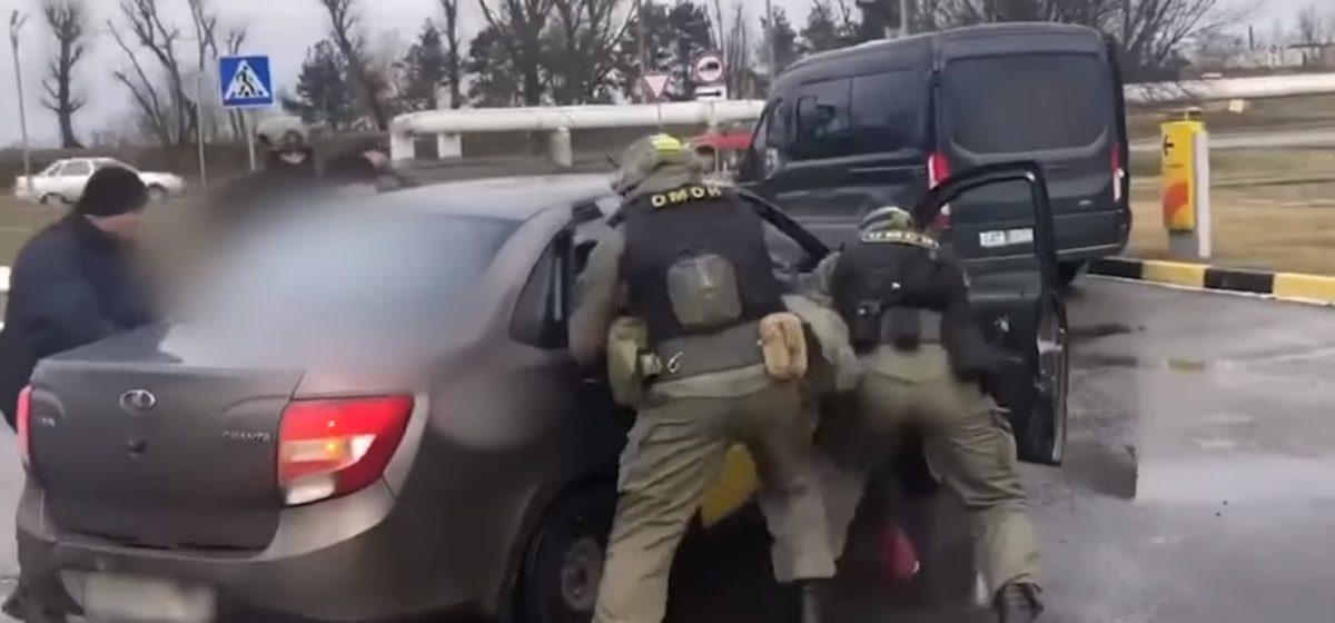 Россиянин пытался вывезти белоруску для занятия проституцией. Видео задержания
