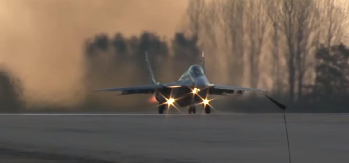 Как барановичские пилоты отрабатывали взлет и приземление на МиГ-29. Видеофакт