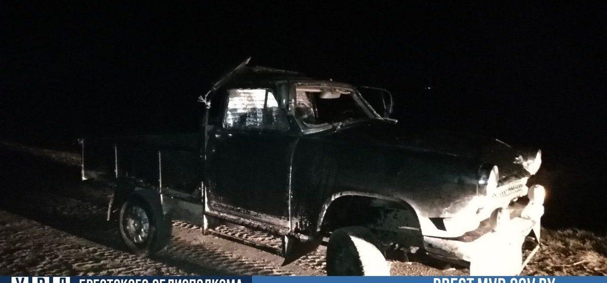 Под Лунинцем бесправник на «странной» машине вылетел в кювет и перевернулся. Фото