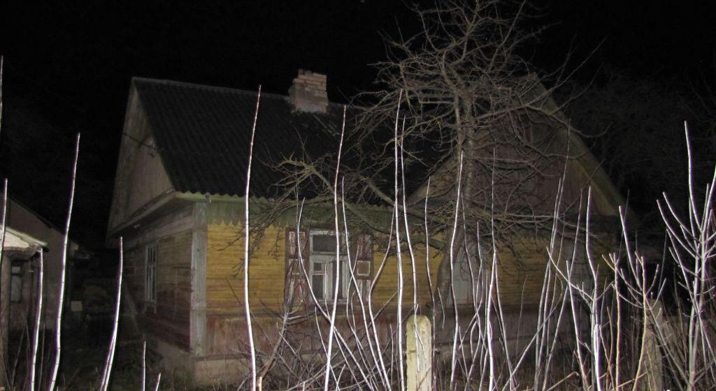 Вор взломал двери в доме жителя Барановичей и украл три зарядных устройства для гаджетов