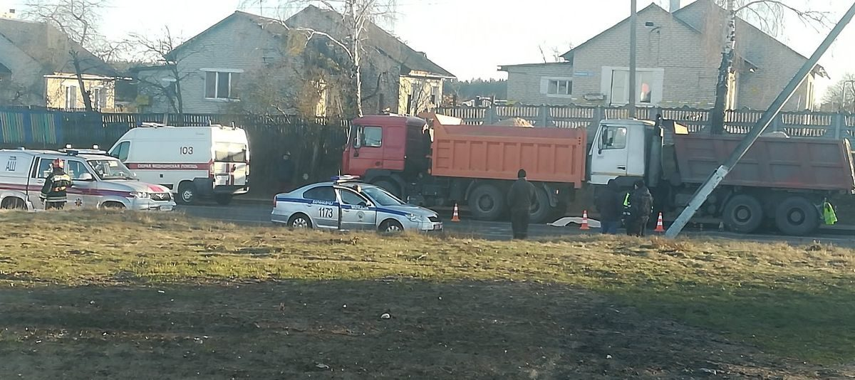 В Барановичах водителя зажало двумя грузовиками
