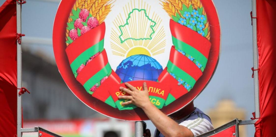 Когда в Беларуси заменят старые гербы на новые и кто за это заплатит