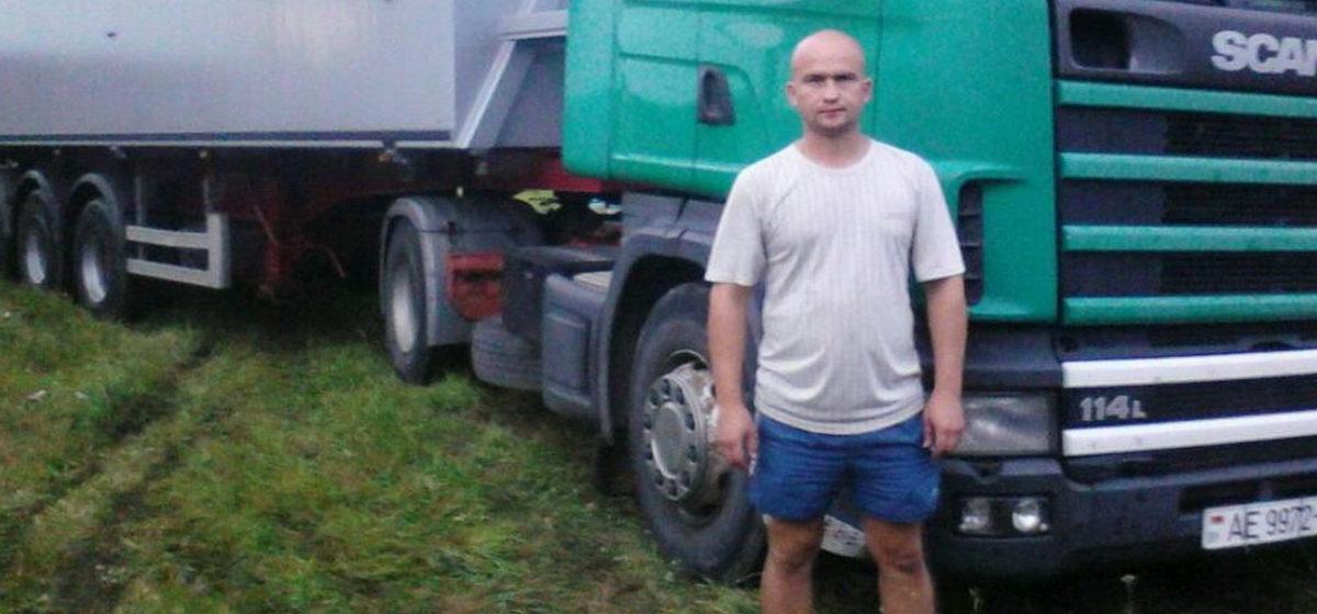 В Барановичах собирают деньги на протезы мужчине, которому в результате взрыва снаряда оторвало ноги
