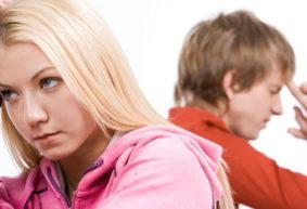«Родители даже были готовы на пластическую операцию». Как помочь подростку полюбить себя?