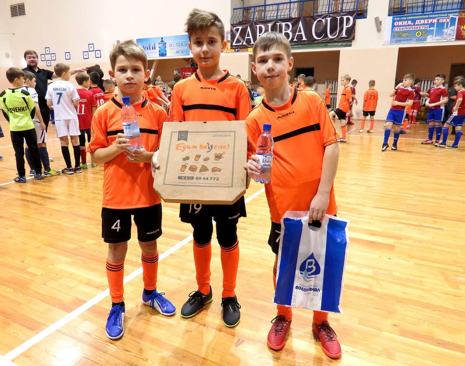 Роман Дощечко, Дмитрий Марон, Роман Логвинович – победители командного конкурса по технике работы с мячом.
