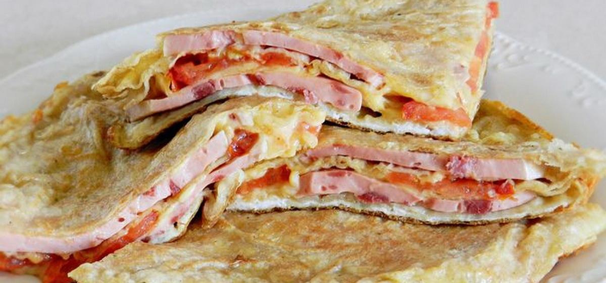 Вкусно и просто. Ленивый пирог из лаваша с сыром и колбасой