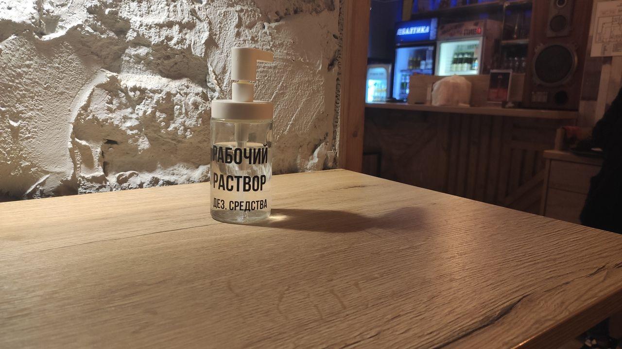 Дезинфицирующее средство в одном из кафе Барановичей. Фото: Александра РАЗИНА