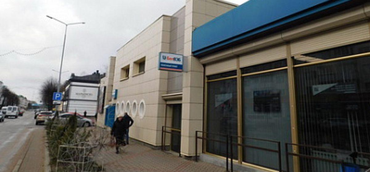 Здание банка в центре Барановичей выставили на торги