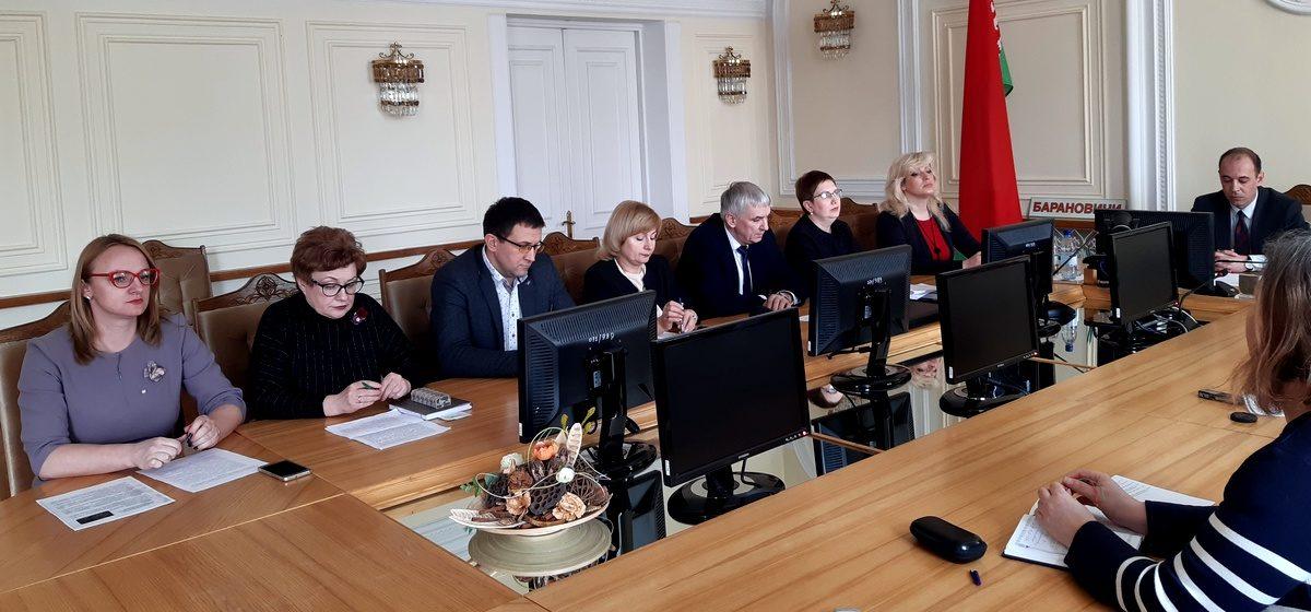 В Барановичах из-за коронавируса под наблюдением медиков находится 70 человек. Готовность города к COVID-19 обсудили в горисполкоме