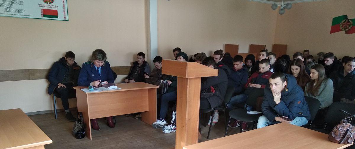 За уклонение от службы в армии в Барановичах осудили двух призывников. Репортаж из военкомата