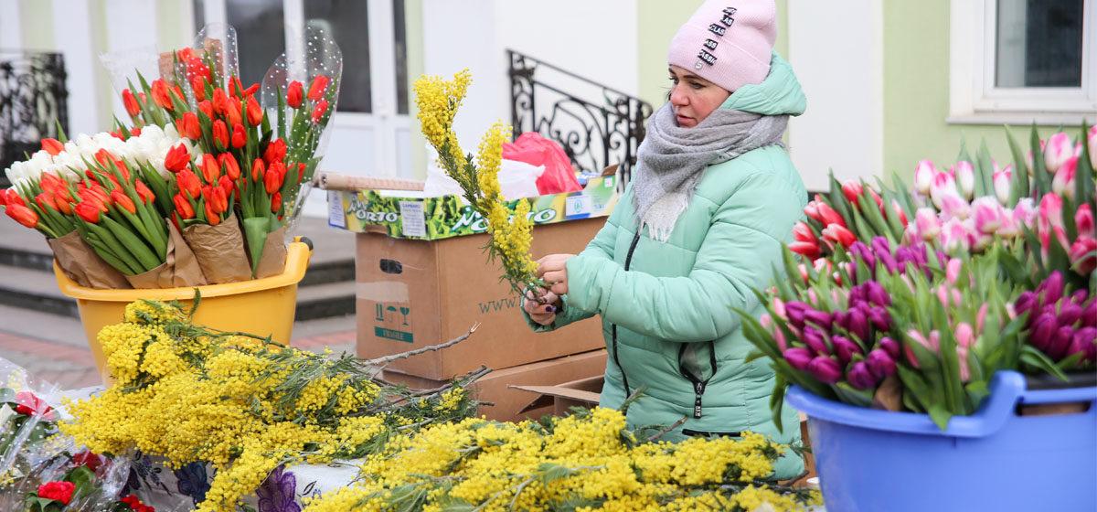 Как проходит цветочная ярмарка в Барановичах. Фоторепортаж