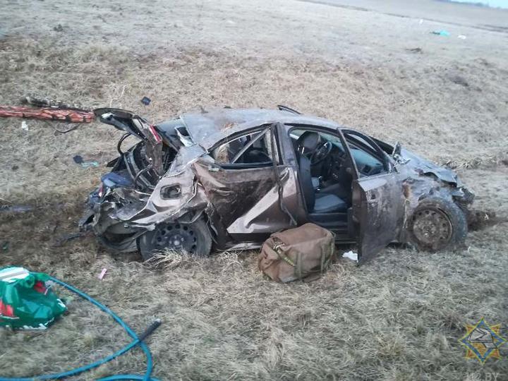 Легковушка вылетела в кювет и перевернулась в Лиозненском районе – пострадали три человека. Фото
