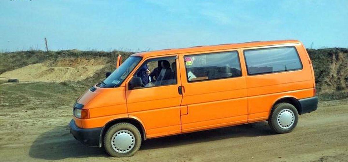 В Минске неизвестный, угрожая ножом, угнал микроавтобус Volkswagen